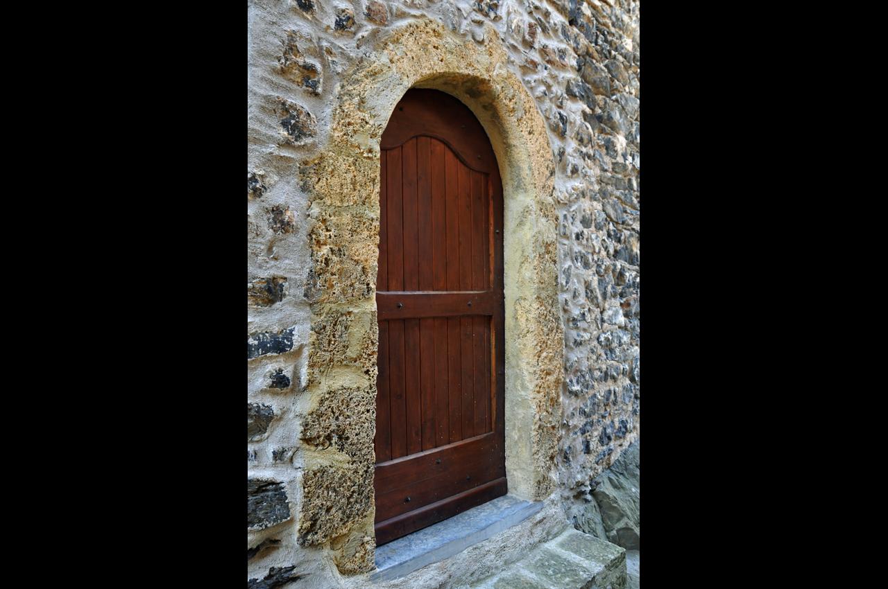 Une porte rue du RÉPITON