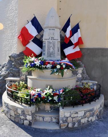 18 08 26 monument aux morts