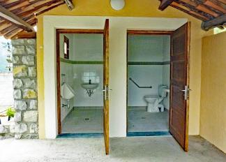20 06 01 toilettes 1